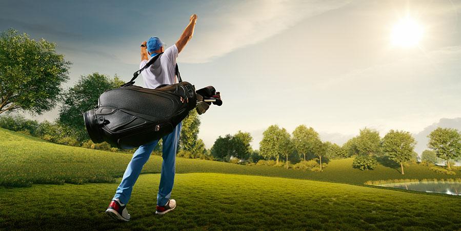 Joueur de golf victorieux les bras en l'air